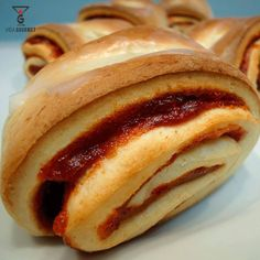 "356 Me gusta, 4 comentarios - Astrid P. Rodríguez (@vida.gourmet) en Instagram: ""Pan de Guayaba #VidaGourmet INGREDIENTES Harina 1000 g Azúcar refinada 210 g Margarina 80 g…"""