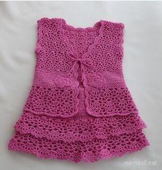 Kız çocukları için çok şık elbise modelini yapılışıyla beraber paylaşacağım.Kız çocukları her yaşta süsü sever bizler de onlara tığ işi örülen çok güzel süslü elbiseler yapabiliriz.Daha önceki yazım da kız bebekleri için birbirinden güzel farklı modeller de tığ işi bebek elbiseleri paylaşmıştım.Çok beğeni