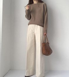 Would like to try these slacks, especially if they have a little give in the fabric Modest Outfits, Modest Fashion, Casual Outfits, Fashion Outfits, Womens Fashion, Minimalist Wardrobe Essentials, Fashion Corner, Minimal Fashion, Swagg