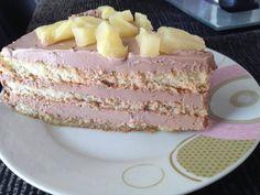 1. Σε ένα μπολ χτυπάμε το γιαούρτι με την πραλίνα φουντουκιού με το σύρμα εώς ότου να γίνει μια λεία και λαχταριστή κρέμα. Τοποθετούμε την κρέμα στο ψυγείο μέχρι να την χρησιμοπ... Vanilla Cake, Desserts, Food, Tailgate Desserts, Deserts, Essen, Postres, Meals, Dessert