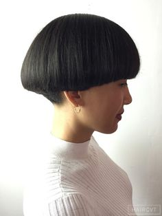 Female, Medium, Dark, Straight, Thick Graphique Bol  hairstyle Short Wedge Hairstyles, Short Bob Haircuts, Bob Hairstyles, Haircut For Thick Hair, Cut My Hair, Short Hair Cuts, Short Hair Styles, Mushroom Hair, Bowl Haircuts