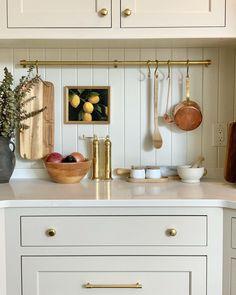Updated Kitchen, New Kitchen, Kitchen Dining, Kitchen Decor, Best Kitchen Design, Kitchen Styling, Beautiful Kitchens, Home Decor Inspiration, Decoration
