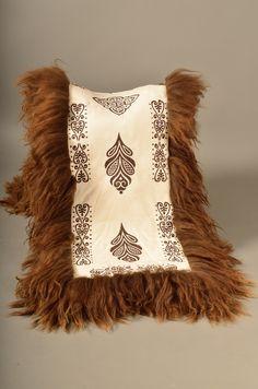 Falck Håndverk Teak, Blankets, Throw Pillows, Rugs, Products, Art, Farmhouse Rugs, Art Background, Kunst