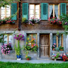 shutters, windows and doors Beautiful Homes, Beautiful Places, House Beautiful, Beautiful Flowers, Cute Little Houses, Swiss Alps, Window Boxes, Window Frames, Photos Of The Week