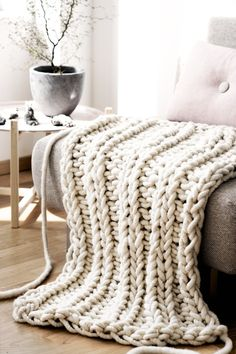 The Giant Oversized Chunky Knit Throw Blanket - How to DIY your very own (or where to just buy one!)
