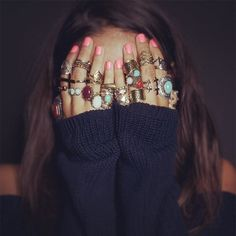 I need more rings, this looks cool Hippie Style, Boho Hippie, Boho Gypsy, Bohemian Hair, Happy Hippie, Modern Hippie, Gypsy Soul, Look Fashion, Fashion Beauty