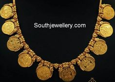 Traditional gold kasu mala design with spacing between each lakshmi kasu and intricate detailing from Suman Jewellery. You can make this kasu necklace as haram by increasing the length of the necklace to make it a beautiful kasula haram. Gold Coin Necklace, Coin Jewelry, Ethnic Jewelry, Indian Jewelry, Pearl Necklaces, Diamond Necklaces, Wedding Jewelry, Gold Bangles Design, Gold Jewellery Design