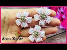 YouTube Beaded Brooch, Beaded Jewelry, Bead Loom Designs, Fashion Beads, Button Flowers, Beading Tutorials, Loom Beading, Beaded Flowers, Bead Earrings