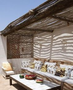 Patio on the roof / terrasse sur le toit Outdoor Living Rooms, Outdoor Spaces, Porches, Pergola, Outdoor Seating, Outdoor Decor, Backyard Projects, Backyard Ideas, Lounge