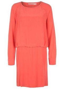 Kleid in Koralle (Farbpassnummer 35) Kerstin Tomancok / Farb-, Typ-, Stil & Imageberatung