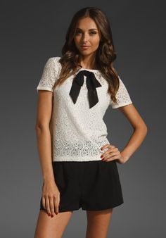 Lace T with black bow - Juicy Couture