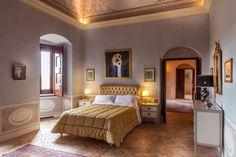 Basilicata, Matera - Palazzo Viceconte sorge proprio accanto al duomo e offre due ampie terrazze affacciate sulla città vecchia e una collezione di quadri dal Seicento al Novecento