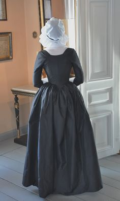 Before the Automobile: 1790 round gown