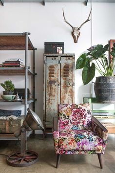 Mix & Match: Shabby Chic, Industrial und Traditionelles Blümchenmuster.