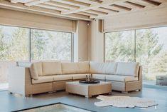 """Mit raumhohen Fensterfronten, organischen Rundungen oder geeigneten Verglasungen ermöglicht Sky-Frame individuelle Raumkonzepte und aussergewöhnliche Architektur. Getreu der Bauhaus-Vision des """"fliessenden Raumes"""" öffnen die Schiebefenster mit schwellenlosem Übergang den Wohnraum. Innen und Aussen vereinen sich so zu einem Lebensbereich.  Dank des zeitlosen rahmenlosen Fensterdesigns wird die Aussicht zum faszinierenden Gestaltungselement. Die Sky-Frame Technologie ist """"100% Swiss Made"""". Outdoor Sectional, Sectional Sofa, Bauhaus, Outdoor Furniture, Outdoor Decor, Frame, Home Decor, Technology, Glass Building"""