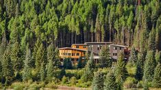 Charles Cunniffe Architects completes affordable housing complex in Colorado ski town Tiny Home Cost, Low Cost Housing, Boarding House, Apartment Complexes, Colorado Homes, Eco Friendly House, Affordable Housing, Sustainability, Exterior