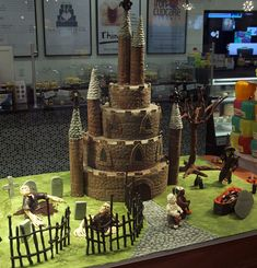 haunted castle cake by www.fortheloveofcake.ca, via Flickr