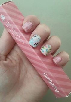 Out of Focus, Gelato and Sorbet Jamicure. Pink, mint manicure, DIY, Jamberry nail wraps.