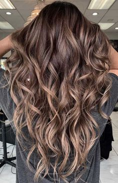 51 Gorgeous Hair Color Worth To Try This Season Brown Hair Balayage, Brown Blonde Hair, Balayage Brunette, Hair Color Balayage, Hair Highlights, Wavy Hair, Short Hair, 7n Hair Color, Black Hair