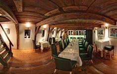 Die schicke Eventlocation Waterfront, direkt an der Elbe in Hamburg Altona bietet Firmenevents und Weihnachtsfeiern einen stilvollen und zugleich gemütlichen Rahmen. Das älteste Haus Altonas hat eine wundervolle historische Holzbalkendecke und schafft mit seinem urig-edlen Flair eine ganz einzigartige Atmosphäre.