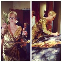 #Oscar #Oscars Meryl Streep celebrates her win by signing the winners poster backstage