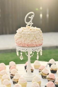 Vintage-glam wedding cake Cupcakes Cake by Frosted! Wedding Cake Photos, Amazing Wedding Cakes, Elegant Wedding Cakes, Fondant Wedding Cakes, Wedding Cakes With Cupcakes, Cupcake Cakes, Mini Cupcakes, Vintage Glam, Vintage Inspired