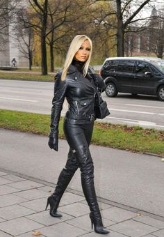 ea0a6d3e57e Men can look just as good in tights as women ! Leather Gloves