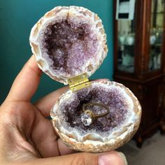 Each geode box is one of a kind. Cool Wedding Rings, Wedding Ring Box, Dream Wedding, Wedding Dreams, Crystals Minerals, Crystals And Gemstones, Frugal Male Fashion, Fashion Fashion, Engagement Box