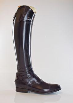 Fasciani boots.  Productos para el cuidado del cuero.  Best Leather Care products in http://www.vivenciadehesa.es/cuidado-