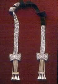 Poliqui Mapuche velvet and crystal bow stole Historical Clothing, Jewelry Design, Velvet, Pendants, Bows, Jewels, Crystals, Chile, Inspiration