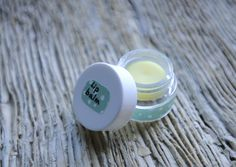 Découvrez la recette de baume à lèvres à l'HE de Petit Grain Bigaradedu blog Little-Idea