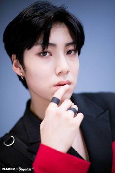 Lee Eunsang 'FLASH' promotion photoshoot by Naver x Dispatch. Wheein Mamamoo, Innocent Man, Love U Forever, Fandom, Hd Photos, My Sunshine, Korean Singer, New Music, Boy Bands