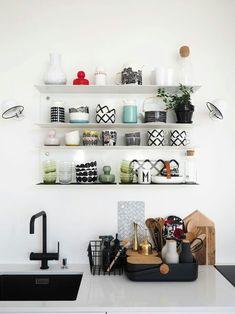 Mys home Living Room Interior, Kitchen Interior, Kitchen Decor, Kitchen Ideas, Küchen Design, House Design, Modern Table, Fashion Room, Scandinavian Interior