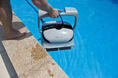 Der Poolsauger wiegt ca. 10,5 kg und ist somit leicht ins Becken zu heben.