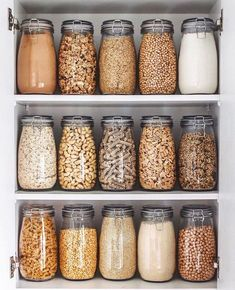astuces rangement pour les matieres alimentaires comme les pates et graines Kitchen Organization Pantry, Home Organisation, Kitchen Storage, Pantry Storage, Organization Ideas, Organized Kitchen, Storage Ideas, Food Storage, Glass Storage Containers
