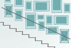 Bilderrahmen im Treppenhaus anordnen
