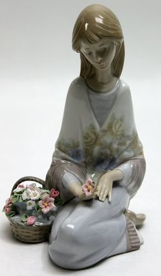 "280: Lladro Porcelain Figurine Flowers Song"""" : Lot 280"