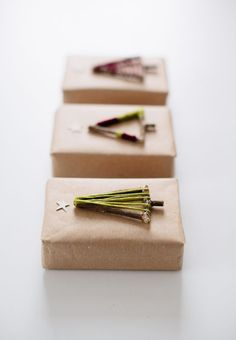 10 BEAUTIFUL CHRISTMAS GIFT WRAPPING IDEAS - style-files.com