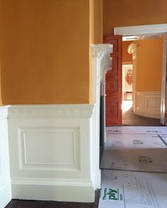 As promised, a tantalizing peek of the deep golden yellow distemper paint installed over the weekend in the best bed chamber of the Nathaniel Russell House. The paint was made onsite the same way it was mixed 200 years ago, using animal hide glue, chalk, and French yellow ochre pigments. Artist Suzanne Collins worked all weekend with her able helper, Daniella Helline (a senior at @buildingartscollege), and finished the room late yesterday. In a word, it GLOWS. (Distemper finishes are always…