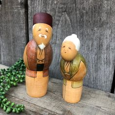 A Pair of Vintage Kokeshi Dolls - Man and Woman / Old Couple / Grandparents - Wooden Japanese Figurines - Wooden Art Dolls - Japan by SwedeFinds on Etsy Doll Japan, Old Couples, Swedish Christmas, Kokeshi Dolls, Wooden Art, Art Dolls, Handmade Items, My Etsy Shop, Hand Painted