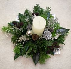 Christmas Advent Wreath, Christmas Lanterns, Christmas Table Decorations, Winter Christmas, Christmas Home, Flower Decorations, Holiday Decor, Christmas Flower Arrangements, Christmas Flowers