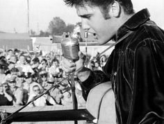 September 1956 - Elvis Returns To Tupelo To Perform Two Shows At The Mississippi Alabama Fair and Dairy Show At The Tupelo Fairgrounds, Tupelo, MS Elvis Presley Albums, Elvis Presley Photos, Master Music, Sun Records, Young Elvis, Pop Rock Bands, King Of Music, Graceland, Big Star