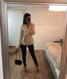 Image shared by 𝓡𝓲𝓯𝓯𝓲𝓪 🌹. Find images and videos about fashion, style and girls on We Heart It - the app to get lost in what you love. Business Casual Outfits, Professional Outfits, Cute Casual Outfits, Simple Outfits, Stylish Outfits, Winter Fashion Outfits, Look Fashion, Fall Outfits, Luxury Fashion