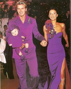 July 1999 - outfits at the wedding of David Beckham & Victoria Adams with their 4 month old son Brooklyn David Et Victoria Beckham, Style Victoria Beckham, Victoria And David, David Beckham, Elizabeth Taylor, Victoria Beckham Wedding Dress, Robe Baby Doll, Lila Outfits, Posh And Becks