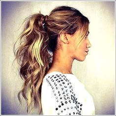 50 Pretty simple messy ponytail hairstyles that you can try - Frisuren - Haar Friseur Messy Ponytail Hairstyles, Hairstyles Over 50, Hairstyles For Round Faces, Short Hairstyles For Women, Hairstyles 2018, Fine Hair Styles For Women, Medium Hair Styles, Curly Hair Styles, Face Shape Hairstyles
