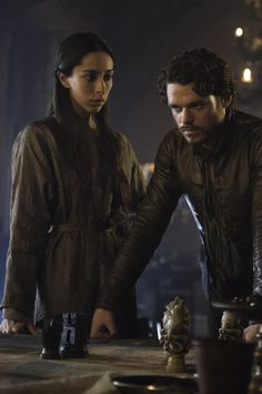 Game of Thrones Season 3 Photos / Richard Madden as Robb Stark , Oona Chaplin as Talisa Westerling – Photo Helen Sloan/HBO Hbo Tv Series, Movies And Series, Best Series, Richard Madden, Game Of Thrones Saison, Game Of Thrones Tv, Mission Impossible 6, Kit Harington, Winter Is Coming
