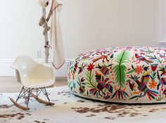Olli hand-embroidered lounger