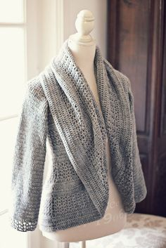 Ravelry: Ladies Shrug pattern by Mon Petit Violon - crochet pattern Crochet Bolero, Crochet Cardigan Pattern, Crochet Jacket, Knit Or Crochet, Crochet Patterns, Bolero Pattern, Crochet Sweaters, Jacket Pattern, Handgestrickte Pullover