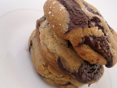 The Ultimate Chocolate Chip Cookies. These look just like Ben's Cookies! <3