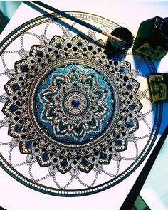 ❤⊰❁⊱ Mandala ⊰❁⊱ Por la artista Asmahan A. Mosleh.
